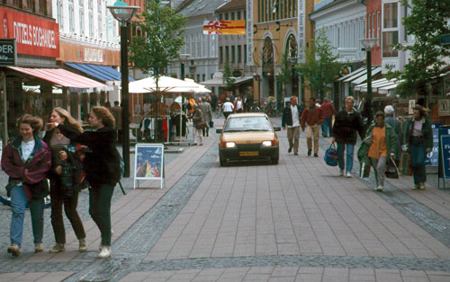 Copenhagen streets like this one are transformed over a weekend, avoiding business losses.
